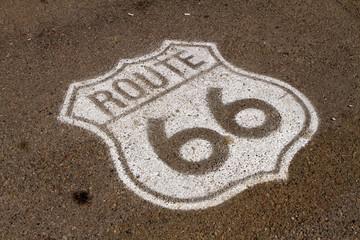 panneau route 66 au sol