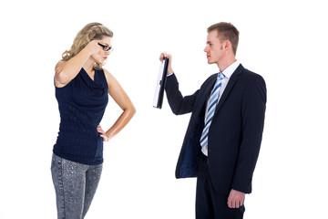 Geschäftsfrau ist sich nicht einig