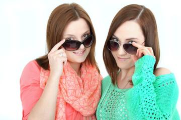 Zwei mit sonnenbrillen