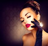 Fototapety Beauty Fashion Glamour Girl Portrait. Vintage Style Girl