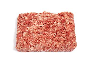 Hackfleisch aus dem Supermarkt auf weiß isoliert