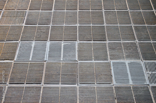 Metal grating for water drainage