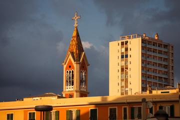 Chiesa e palazzi al tramonto, Genova