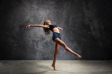 Pełna wdzięku tancerka