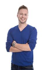 Junger lachender Mann in Pullover blau isoliert