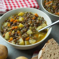 Eintopf aus braunen Linsen,Gemüse und Kartoffeln