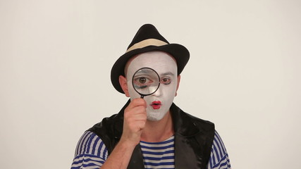 man mime see a magnifying glass