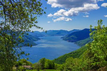 Panoramablick über den Lago Maggiore