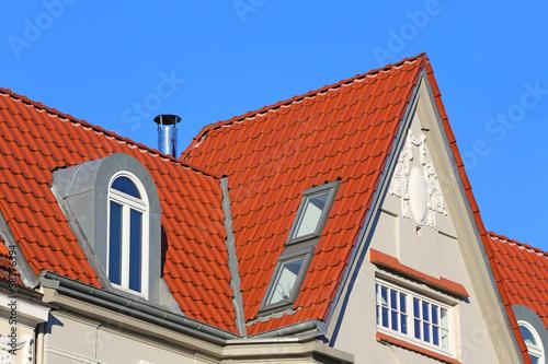 Spitzgiebel mit Dachfenstern