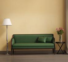 Styl Provence, romantyczne wnętrze salonu, zielona kanapa
