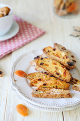 biscotti cookies with raisins and cranberries