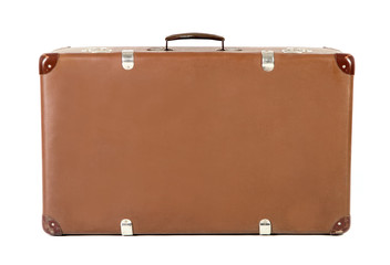 alter Koffer frontal vor weißem Hintergrund