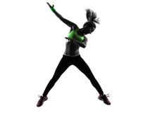 femme exerçant Zumba Fitness silhouette de saut de danse