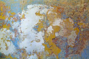 Wand und Tapetenreste