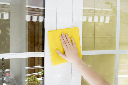 cleaning aluminum window