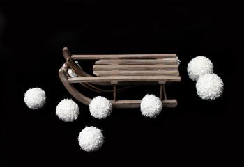 Schlitten und Schneebälle