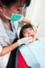 Dentist examing teeth