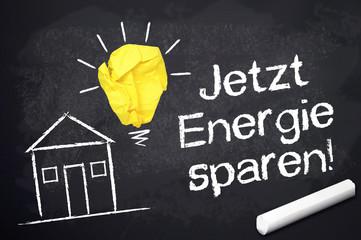 Kreidetafel mit Energie sparen und Haus