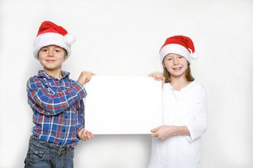 Kinder mit Angebot für Weihnachten