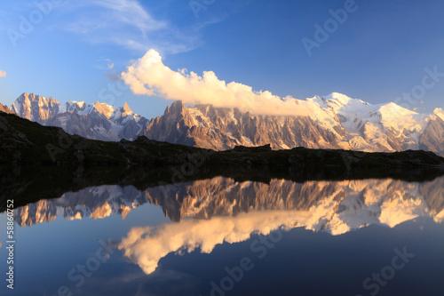 Monte Bianco e Alpi riflesse nel Lago Chesery © Pixelshop