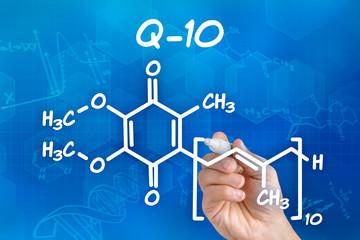 Hand zeichnet chemische Strukturformel von Q-10