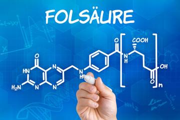Hand zeichnet chemische Strukturformel von Folsäure
