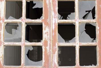 cristales rotos en ventana