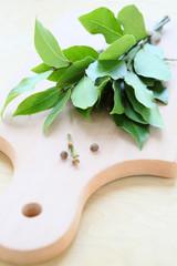 bay leaf on cutting board