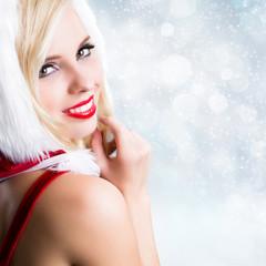 Weihnachtsfrau vor Winterhintergrund