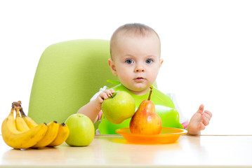 baby eating healthy solid food fruits