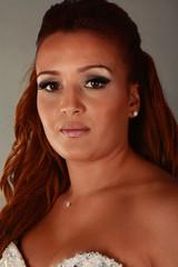 portrait d'une jolie jeune femme brune