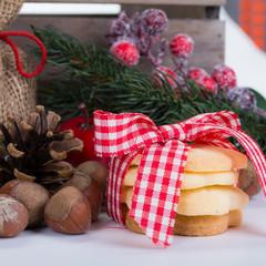 weihnachtsgebäck mit nüssen