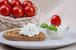 Arrangement Brot und Frischkäse 6