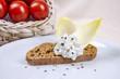 Arrangement Brot und Frischkäse 10