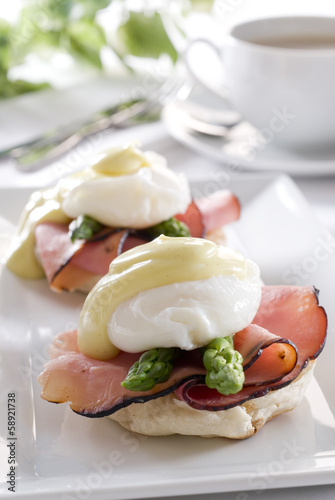eggs Benedict with ham,