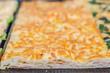 Pizza ripiena con prosciutto e formaggio