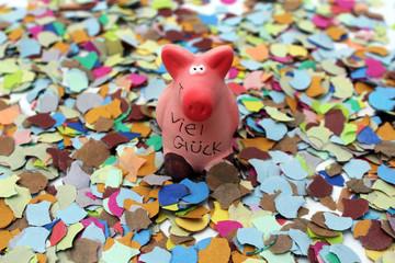 Glücksschweinchen auf Konfetti