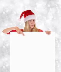 Weiblicher Nikolaus deutet auf Tafel