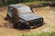 automobile nel fango in competizione