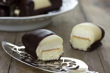 dutch cake called mergpijpje