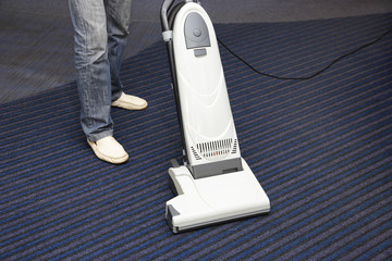 cleaning the carpet vacuum cleaner