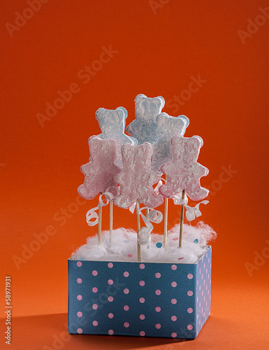 Bear shaped marshmallow lollipops in a pink dotted blue box