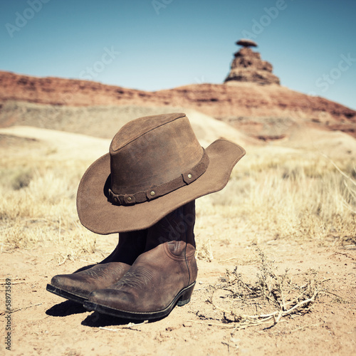 Leinwandbild Motiv Boots and hat at Mexican Hat