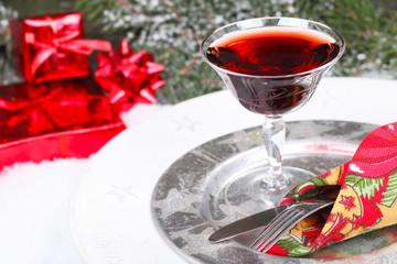 Weihnachtsmenü mit Rotwein