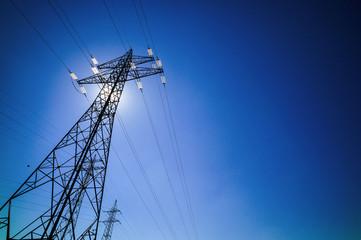Strommast und Sonne