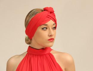guapa mujer de rojo