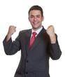 Geschäftsmann freut sich über seinen Erfolg