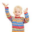 Jubelndes Kind hebt Hände hoch