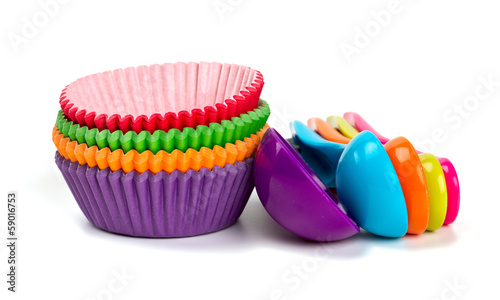 cupcake liners and measuring spoons