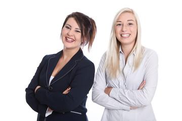 Berufsanfänger - zwei junge Frauen lachend isoliert auf Weiß
